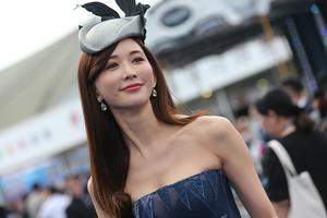 林志玲抹胸装出席马术赛事引轰动