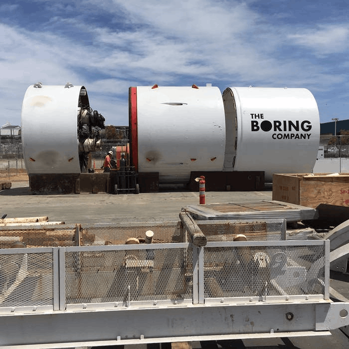 马斯克超极挖掘机首次曝光 已在SpaceX总部测试