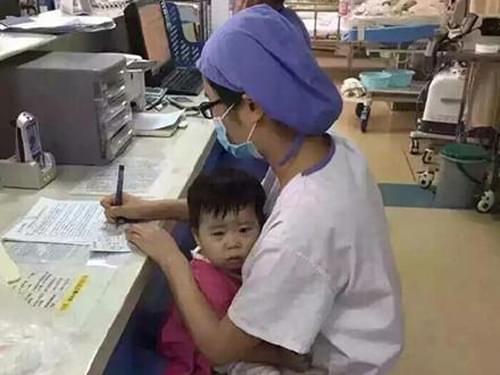 河南医护人员登震撼中国的9张医护照片
