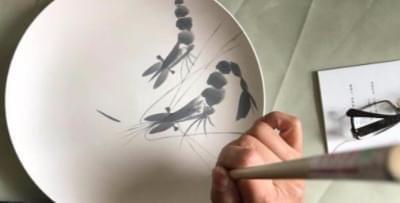 山西艺术家瓷上作画 欲建文化村传承千年绞胎瓷