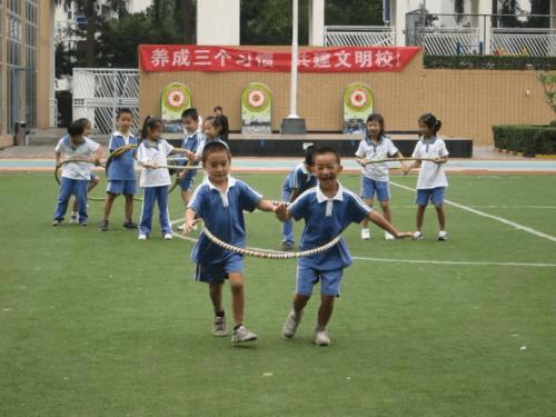 """""""体育老师有事""""渐成历史 学校重视体育教育"""