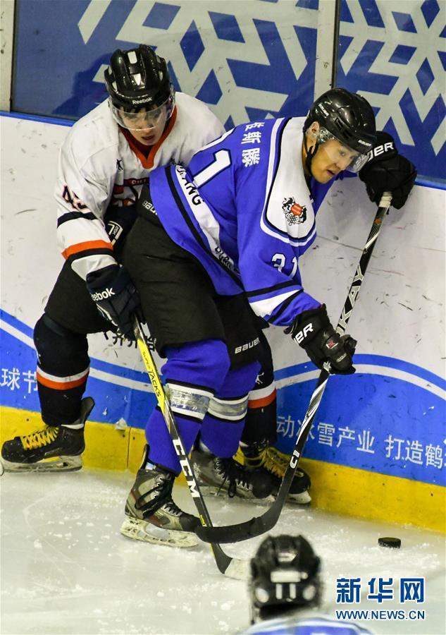 东北冰球:联赛斗殴至队员左腮刺穿 运动员巅峰退役都为钱