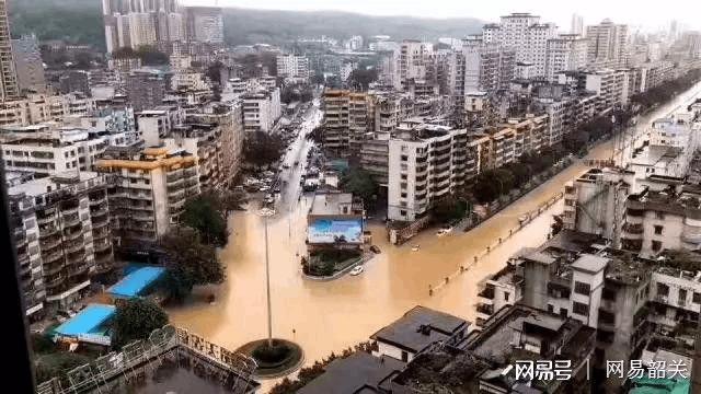 韶关遭遇暴雨袭击 城市内涝如何自救与防范?