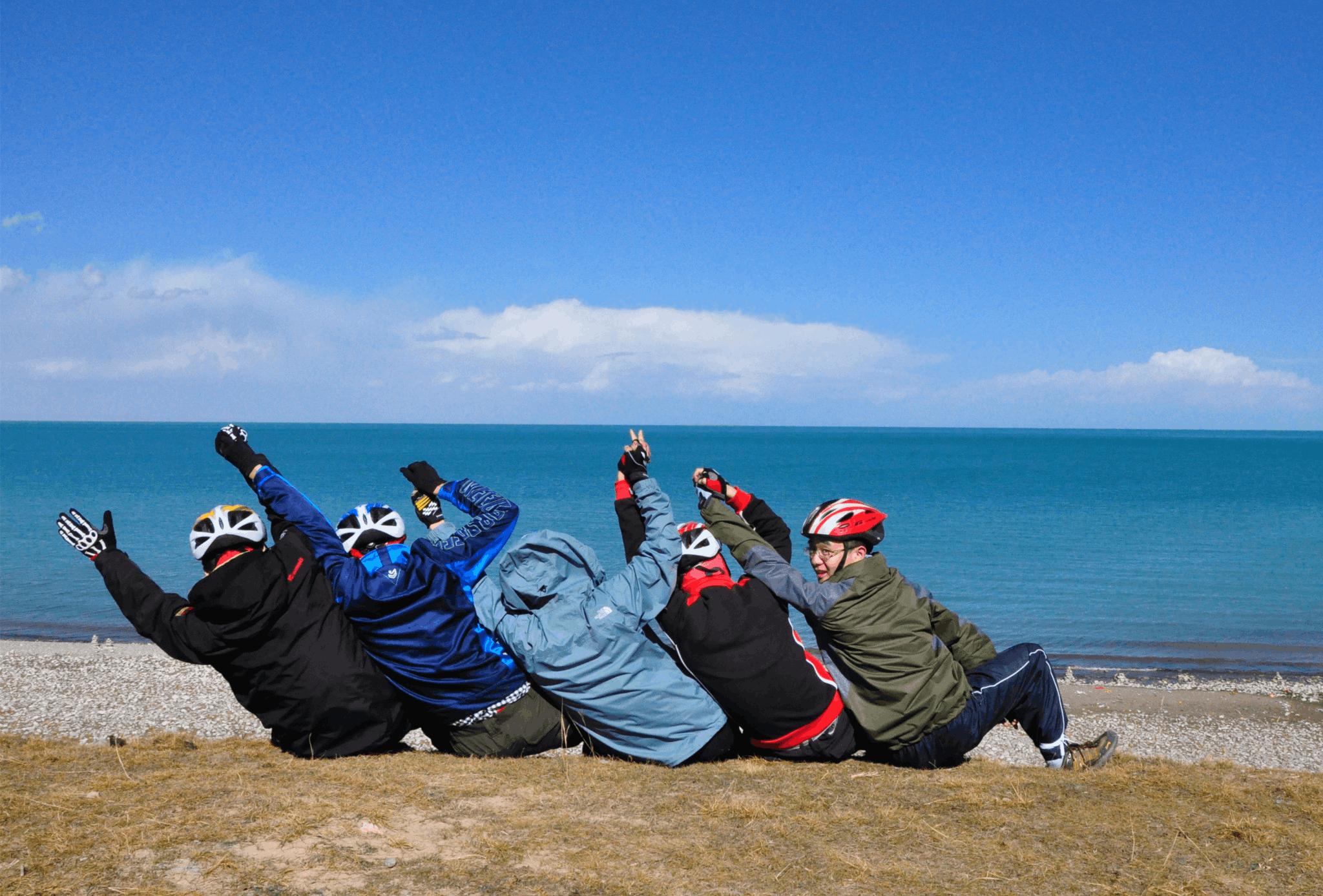 大学生绕青海湖骑行5天360公里 写气象日记获赞