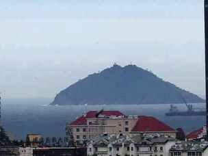 乌云压城,9日上午青岛的天空是这样的