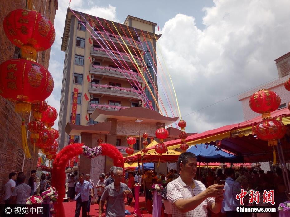 广东农村千万豪宅入伙设宴250围 楼高8层配有电梯