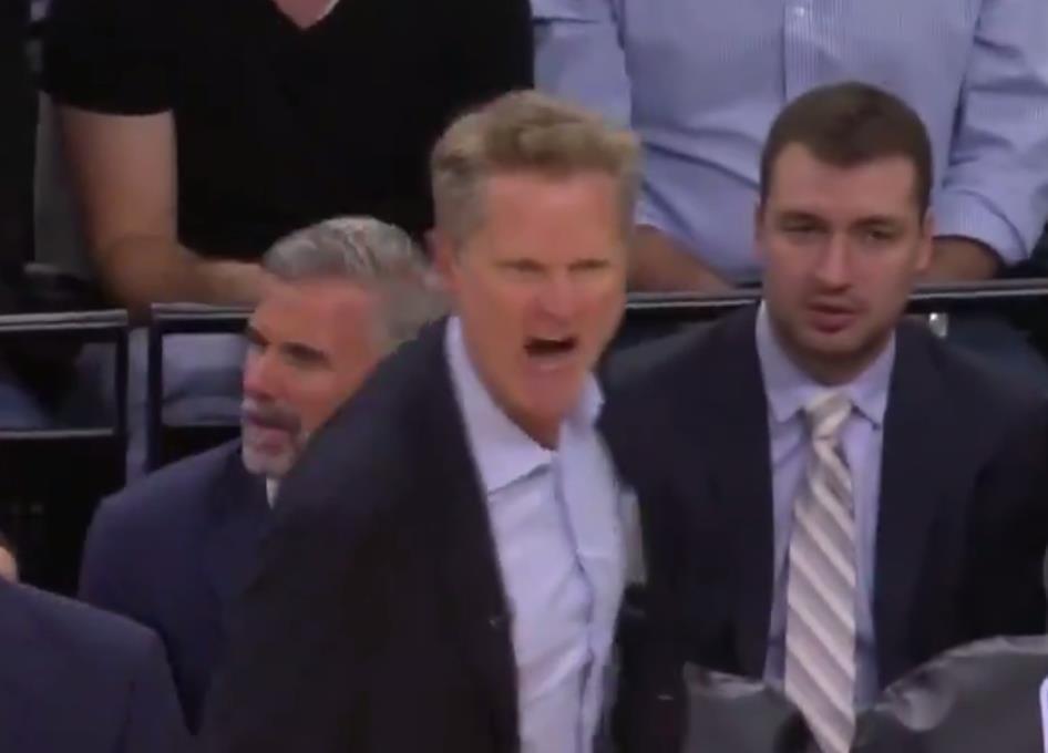 【影片】打急了!Kerr罕見首節狂怒 場邊暴走狂噴垃圾話