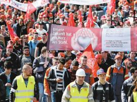 德国工人举行罢工 要求每周上3天半班还涨工资