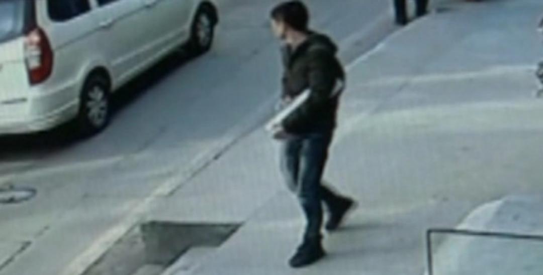龙岗男子偷电瓶车电池  刚得手就被便衣抓获