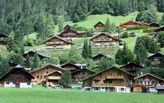 在瑞士穿越云端