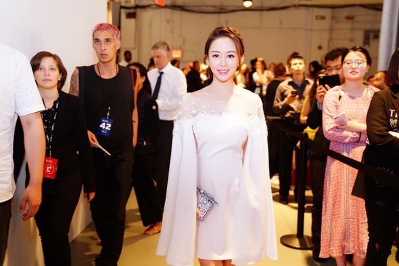 潘晓婷亮相纽约时装周LANYU秀 白裙甜美飘仙气