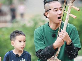 《爸爸5》陈小春献二胡首秀 刘畊宏父女齐跑调