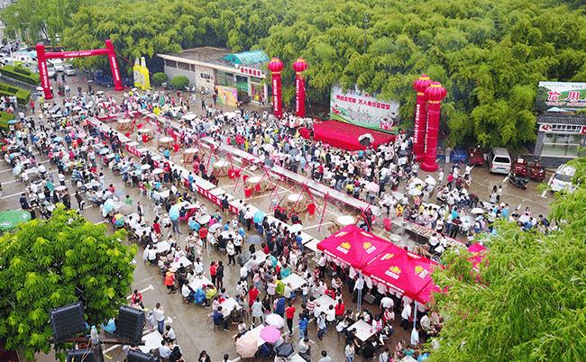 重渡沟第二届乡村美食节盛大开幕  万人齐聚吃豆腐