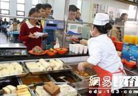 高校食堂回收剩菜后再卖 食药监局将立案处罚