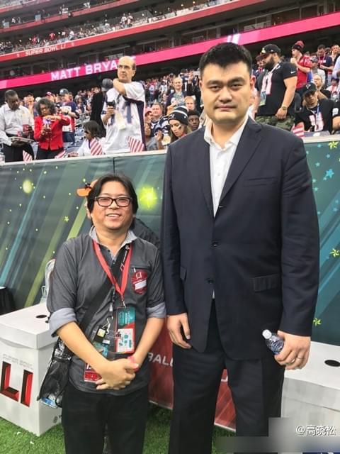 高晓松合影姚明 被调侃:长了张身高两米的大脸