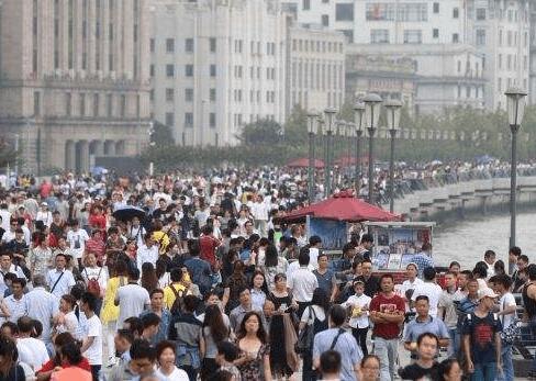 """国庆中秋串起八天长假 出境游如何避""""坑"""""""