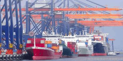 宁波首艘内贸货物跨境运输集装箱班轮抵甬