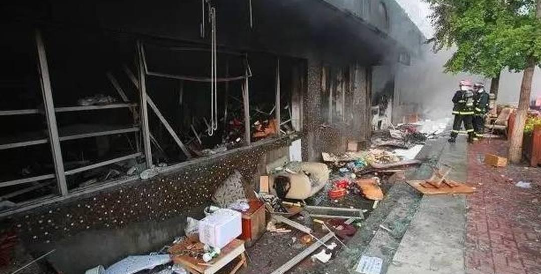 烤炸店清晨爆炸起火 54岁女子20%被烧伤