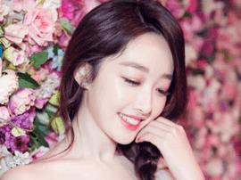 蒋梦婕出席时尚活动 造型宛如花仙子