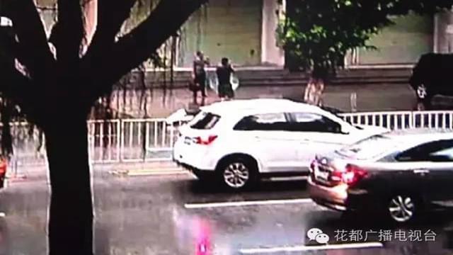 广州女司机遥控锁车离开 10秒没了20万