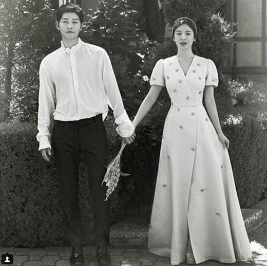 宋仲基纪念结婚一百天 晒与宋慧乔婚照超幸福