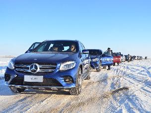 越过山丘砾雪而驰  呼和诺尔湖挑战奔驰