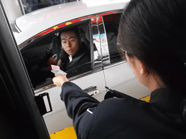 芮城风陵渡收费站:道路管制两小时 温馨服务无空档