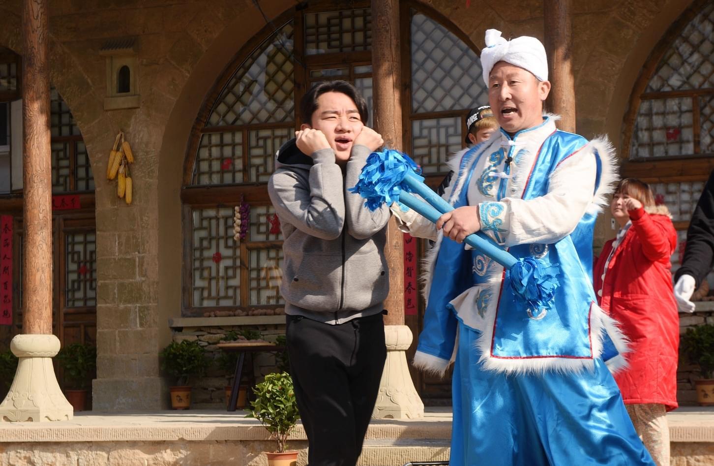 """王祖蓝《奔跑吧》变身""""王祖狼"""" 与贾玲相爱相杀"""