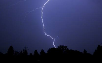 咸宁发布雷电暴雨预警 今明两天持续阴雨天气