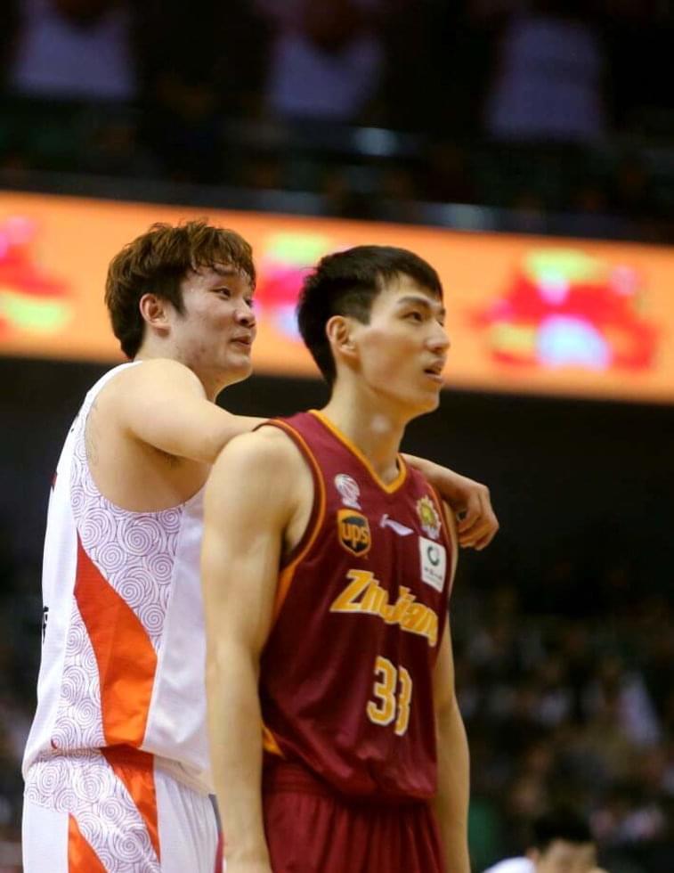 他是篮球版的张玉宁,不做温州富二代去追梦,摇身一变国内第一后卫