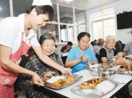 配送制老年餐桌亮相社区 居民只需网上预订餐