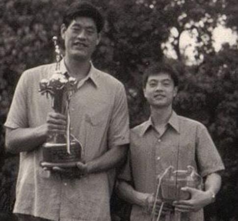 穆铁柱(左)和张卫平(右)