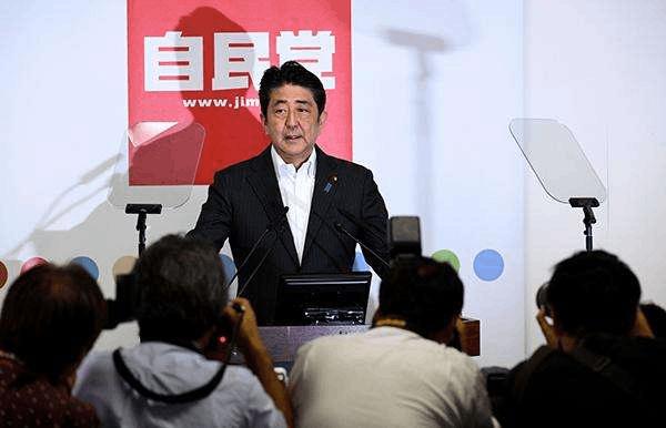 日媒:安倍有意让全部阁僚及自民党高层继续任职