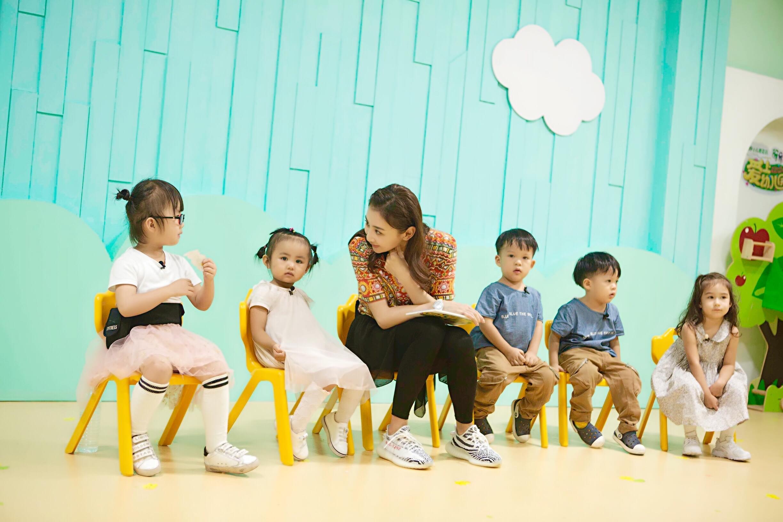 蹦床冠军变幼儿园老师 何雯娜称带孩子比奥运会难