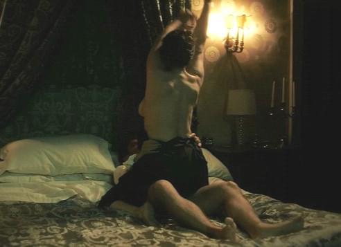 服不服?51岁的性感女神还在玩大尺度床戏!