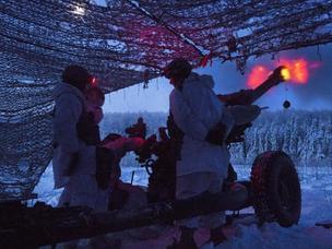 冰与火之歌!冰天雪地美军榴弹炮实弹射击训