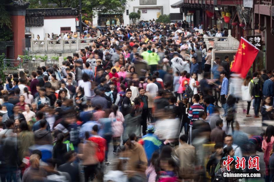 清明国内游人数破亿 实现旅游收入421亿元