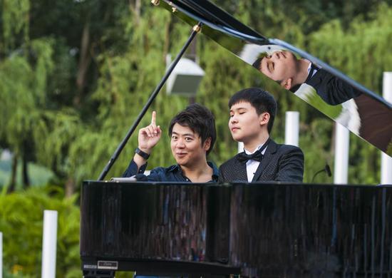 以郎朗名字命名的钢琴广场建成 全球第一人