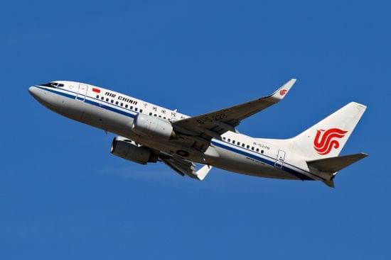 飞机搭载117名旅客,从成都双流机场腾空飞往新疆