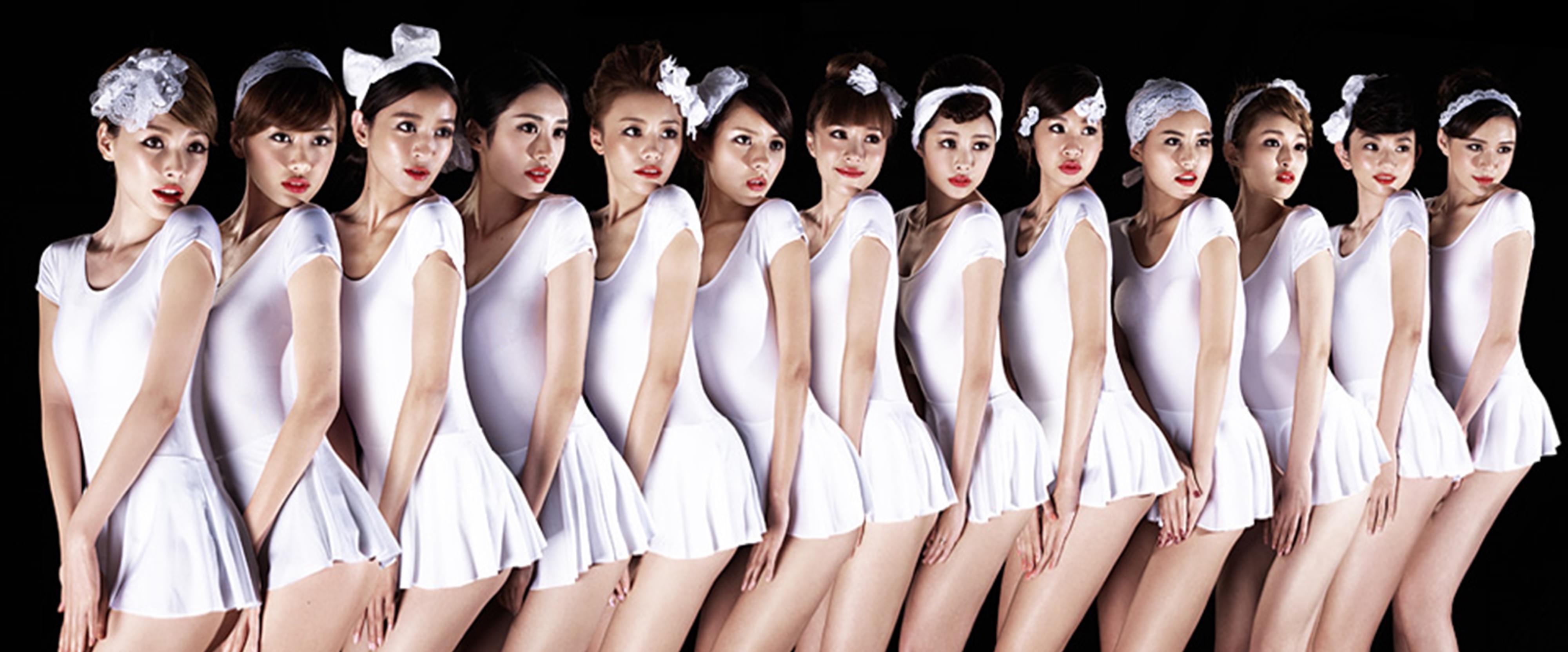 美到飞起!15位日本模特T台走秀现场直播