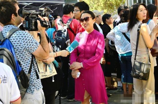 中国高考轰动全世界 西班牙记者现场点赞
