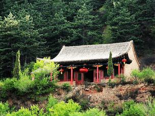 原始森林 高僧塔林:广灵圣佛寺