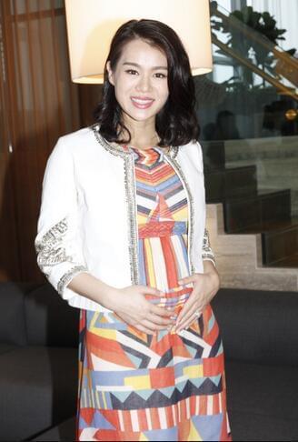 胡杏儿承认曾邀黄宗泽参加婚礼 如今再见是朋友