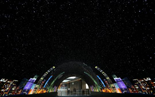 全球最大OLED隧道现身广州小蛮腰