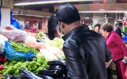 """泰州市民""""菜篮子""""变轻 河虾螃蟹价格下滑"""