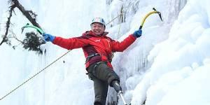 无腿老人挑战珠峰 每天骑行训练