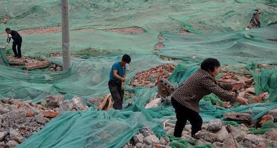 郑州废墟上的淘金者:一斤钢筋5毛钱