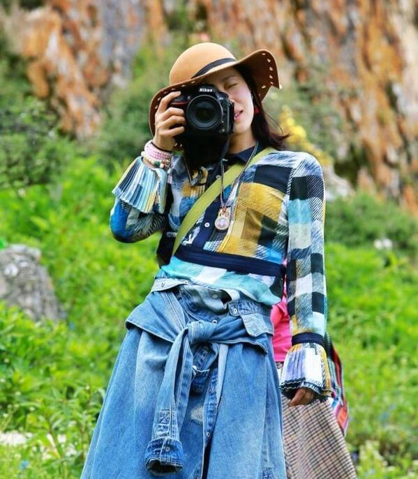 去流浪!江一燕西藏放松身心 民族风打扮很随性