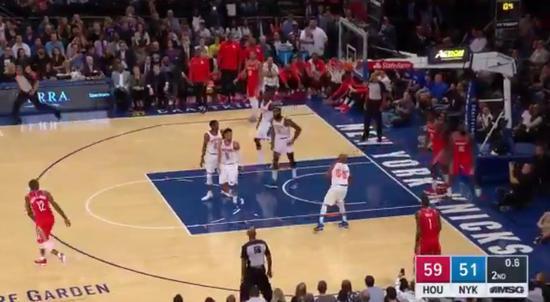 【影片】完美的拋物線! Jack大力壓哨球高出籃板上沿5米!