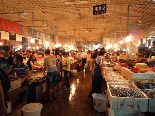 韶关市区惠民北市场整改中,打造整洁有序购物环境